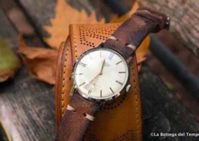 Autumn mood cinturino vintage su foglia