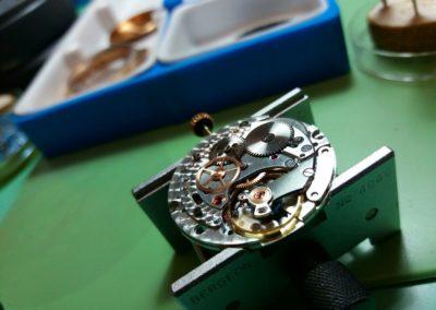 orologio in riparazione bottega del tempo