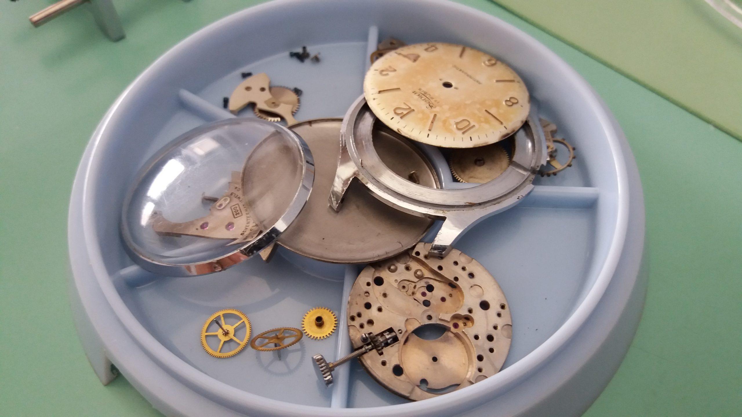 orologio smontato laboratorio