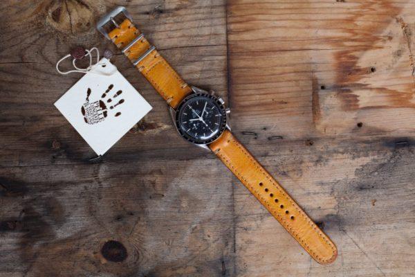 cinturino-pelle-ocra-brillante-orologio